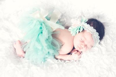 Newborn Baby Girl In Cute Tutu Outfit - San Francisco Newborn Photographer